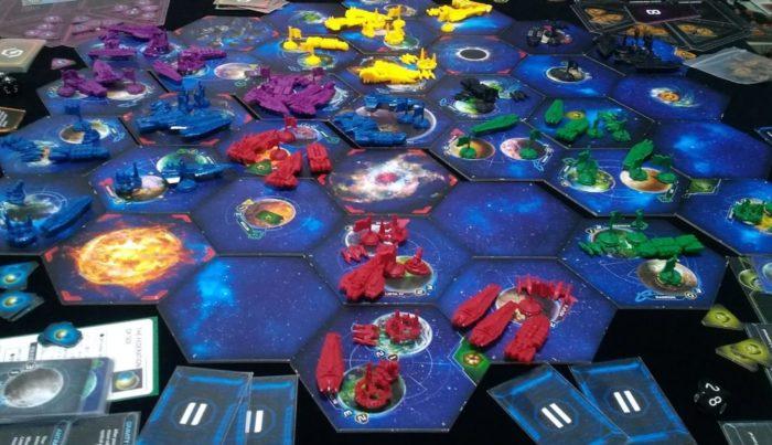 トワイライトインぺリウムⅣ プレイ中の画面
